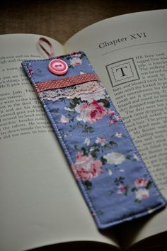 The Diary of a Country Girl: On books and bookmarks… How To Make Bookmarks, If I Stay, Girl Blog, Gift Packaging, Country Girls, Good Books, Gift Wrapping, Cowgirls