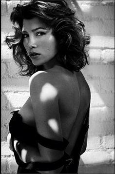 Jessica Biel is retro glam in Gotham mag