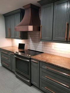 Home Decor Kitchen, Kitchen Furniture, Kitchen Interior, Blue Kitchen Ideas, Interior Modern, Coastal Interior, Eclectic Kitchen, Cheap Furniture, Discount Furniture