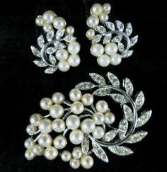 Vintage Silvertone Faux Pearl Rhinestone Brooch Earring Set Signed Lisner | eBay