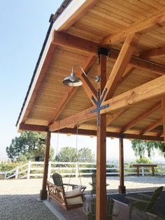LED barn lights crafted from top quality materials & easy to customize at Barn Light Electric. American-made LED lighting saves money & energy!