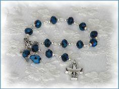 **_Wunderschöner Rosenkranz als  Beschützer fürs Baby, als Gastgeschenk zur Taufe oder als kleines Geschenk zur Komunion._**  http://de.dawanda.com/product/103033267-taufrosenkranz-mit-engel-dunkelblau-irisierend