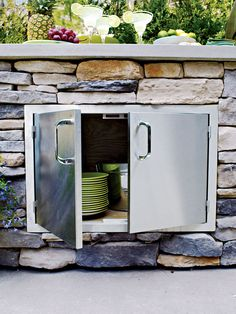 Whether you covet a grill and food-prep station on wheels or a built-in BBQ island with fridge and bar seating, don't hit the home center before reading our expert guide to creating a first-rate backyard cook spot Outdoor Kitchen Plans, Backyard Kitchen, Outdoor Kitchen Design, Backyard Patio, Outdoor Kitchens, Backyard Furniture, Outdoor Spaces, Layout Design, Küchen Design