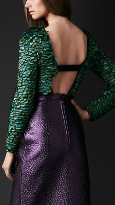 Explore all women's clothing from Burberry including dresses, tailoring, casual separates and more in both seasonal and runway designs Fashion 101, Fashion Photo, Paris Fashion, Luxury Fashion, Top Clothing Brands, Feather Dress, Leather Fashion, Beautiful Outfits, Designer Dresses
