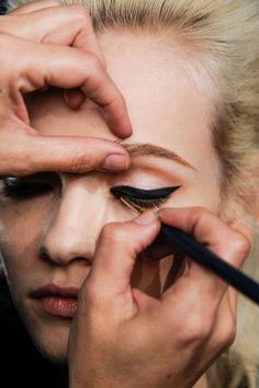 the perfect line - #15daystoDDG: The 6 best makeup tricks you need to master (day 12) red lips, cats eye, winged liner, lashes