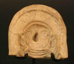 La Tolita. Ceramica. Destacan también las representaciones de seres míticos, tales como individuos mitad humanos y mitad animal.