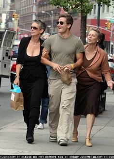 Jake Gyllenhaal with godmother Jamie Lee Curtis and mother Naomi, 2006 - New York
