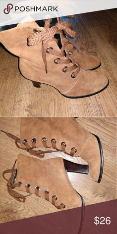 🍁🍂Sam & Libby lace up boots size 9.5 FALL FIND! Super cool Sam and Libby lace up boots. Victorian style with heels. Excellent condition condition. Like new. Make offer!!! Sam & Libby Shoes Lace Up Boots