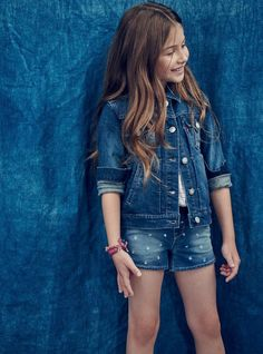 Cool kids have always worn Levi's. Get her ready for Spring Break in a double-denim outfit. Pair jean shorts with a soft denim Trucker Jacket.