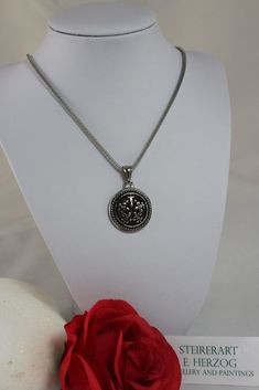 Lilien-Anhänger in Edelstahl mit Netzkette Pendant Necklace, Shop, Ebay, Jewelry, Fashion, Lilies, Fashion Jewelry, Stainless Steel, Watches