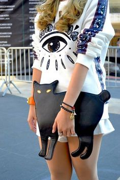 November 2015 - Kenzo - Sweatshirt - Details in street style Afrocentric - Colorful Outfit - Ethnic Print Outfit Fashion Bags, Fashion Accessories, Womens Fashion, Fashion Trends, Pet Fashion, Style Feminin, Cat Bag, Cat Purse, Mode Inspiration