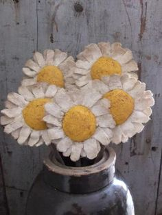 Primitive Daisies Flower Poke Folk Art by TreasuredPrimitives Cloth Flowers, Burlap Flowers, Felt Flowers, Fabric Flowers, Paper Flowers, Diy Flowers, Crafts To Do, Felt Crafts, Decor Crafts