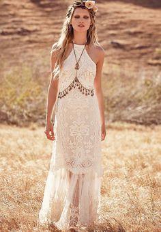 """dresses hippie free people Free People's New Wedding Dress Collection Is Here to Redefine """"Boho Bride"""" Look Hippie Chic, Look Boho, Free People Wedding Dress, Free People Dress, Boho Gypsy, Bohemian Style, Boho Hippie, Bohemian White Dress, Boho Chic Wedding Dress"""