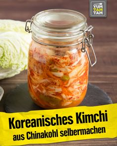 Kimchi is a true Korean superfood. Kimchi is fermented Chinese cabbage, which not only contains a lot of vitamins, but also tastes great! You don't have to travel to Korea for your own kimchi. Vietnamese Recipes, Asian Recipes, Beef Recipes, Ethnic Recipes, Healthy Eating Tips, Healthy Nutrition, Vegetable Drinks, Vegetable Recipes, Superfood