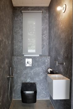 OOOOX | PLZEN - black toilet