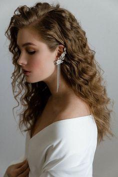 Mother of pearl floral ear cuff Cartilage earring Ear climber Flower bridal earrings Silver chain earrings Ear cuff no piercing Ear wrap - accessory - Ear Piercings Cartilage Earrings, Chain Earrings, Bridal Earrings, Ear Piercings, Flower Earrings, Bridal Cuff, Rook Piercing, Hanging Earrings, Piercing Ideas