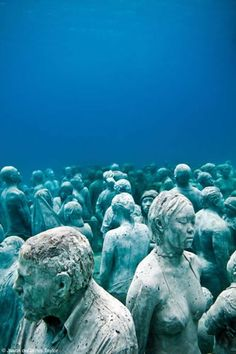 matthewgallaway:    Jason deCaires Taylor makes cement sculptures of ppl and sinks them in the ocean, where they become coral reefs. This is creepy and neat!