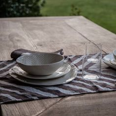 Italian hand made table runner linen hand printed by italian artisans Stamperia bertozzi Italian Table, Kitchen Gadgets, Table Runners, Chevron, Artisan, Printed, Collection, Craftsman, Prints