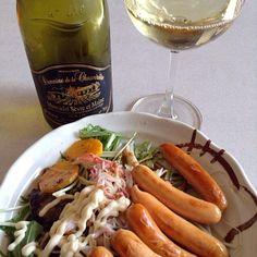 今日は土曜日なので昼からワインを(^^;;  アテは、焼きソーセージとカニカマと水菜のサラダ(*^^*) - 32件のもぐもぐ - 今日のワインのアテ(*^^*) by Nory3754