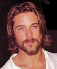 You are the definition of hottness(●♡∀♡) Brad Pitt Style, Young Men Haircuts, Brad Pitt Hair, Brad Pitt And Jennifer, Brad Pitt Photos, Mens Medium Length Hairstyles, Medium Hair Styles, Long Hair Styles, Men's Grooming