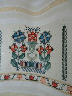 This Pin was discovered by Nil Turkish Fashion, Hand Embroidery, Cross Stitch Patterns, Projects To Try, Tapestry, Antiques, Hardanger, Punto De Cruz, Dots