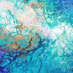 スウェーデン出身のアーティスト、Emma Lindström(エマ・リンドストローム)さんは、人間が内面に秘めている感情を海のような模様で描く。さまざまな色が混ざり合うマーブル模様は、移りゆく人間の複...