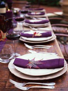 tavola viola con foglie