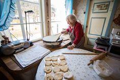 Oppskriften er fra Nikka Grønning fra Valldal. Stekes på steketakke eller bakstehelle. Denne får du rundt 100 lefser med.