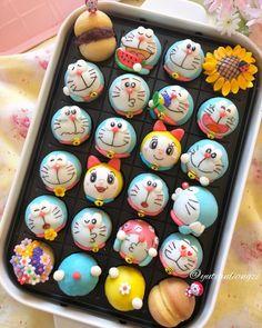 Image may contain: 2 people, food Disney Desserts, Cute Desserts, Japanese Snacks, Japanese Sweets, Cute Baking, Kawaii Dessert, Bread Art, Bread Shaping, Fondant Cookies