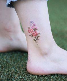 40 Floral Ankle Tattoo Design – Page 31 – Top nail - Tattoos - Minimalist Tattoo Mini Tattoos, Rose Tattoos, Body Art Tattoos, Sleeve Tattoos, Tatoos, Small Flower Tattoos, Cute Small Tattoos, Pretty Tattoos, Unique Tattoos