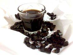 Vi proponiamo la ricetta per ottenere una bevanda densa, dall'intenso sapore di liquirizia, ideale da servire alla fine dei pasti dopo