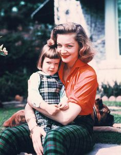 """theniftyfifties: """" Lauren Bacall with her daughter, Leslie Bogart, mid """" Golden Age Of Hollywood, Vintage Hollywood, Hollywood Stars, Classic Hollywood, Hollywood Glamour, Lauren Bacall, Bogie And Bacall, Cinema, Anos 60"""