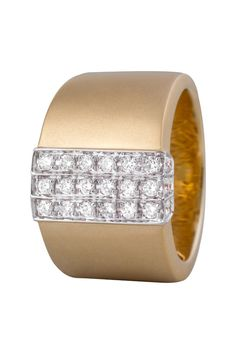 Sortija en oro amarillo de 18 kilates con diamantes incoloros  18K Yellow gold ring with diamonds