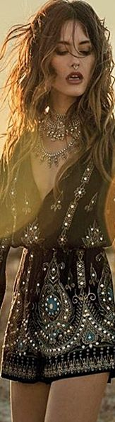 Anna Sui • •≫∙∙☮ Bohème Babe ☮∙∙≪• ❤️ Babz ✿ιиѕριяαтισи❀ #abbigliamento #bohojewelry #bohosoul