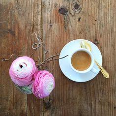 "sicurini CAFFE' auf Instagram: ""AUGURI ! #happymothersday #muttertag #sicurini #sicurinicaffe #sicurinimobil #espresso #flatlay #baristadaily @baristadaily #coffeexample @coffeexample #thingsaboutcoffee @thingsaboutcoffee #coffee #coffeeisalwaysagoodidea #coffeebreak #coffeeaddicted #coffeelovers"""