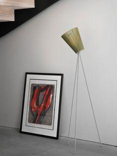 NEU: Das schicke Dreibein OSLO WOOD in neuen Farben! Skandinavsiches  Design kombiniert hier Textilschirme und Metall in verschiedenen Farben  für dezentes indirektes Licht - skandinavsiches Design von Northern  #leuchten #wohnen #stehleuchte Oslo, Designer, Flat Screen, Wood, Scandinavian Design, Entrance, Madeira, Woodwind Instrument, Trees