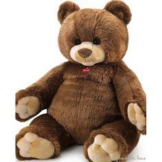 Une magnifique peluche géante, ours en peluche brun Gedeone de 100 cm de la marque Trudi. Dès la naissance, idéal pour décorer la chambre de bébé. Cet article emballé (76 x 66 x 60 cm) http://www.peluchesetjouetsenbois.fr/2604-ours-en-peluche-gedeon-100-cm-8006529259242.html