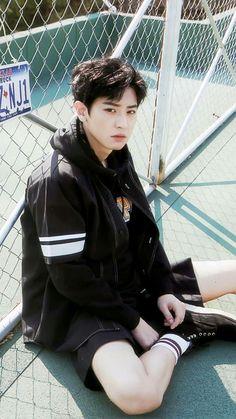 vampire or werewolf Baekhyun Chanyeol, Baekyeol, Chanbaek, Vampires, Rapper, Exo Lockscreen, Handsome Korean Actors, Korean Babies, Wattpad