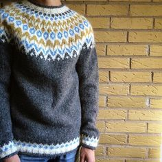 Billedresultat for riddari Icelandic Sweaters, So Creative, Knitting Designs, Needlepoint, Knitwear, Lag, Knitting Machine, Embroidery, Sewing