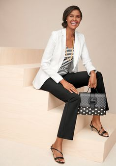 Shop Talbots for modern classic women's styles. You'll be a standout in our Classic Linen Blazer - White - only at Talbots! Preppy Work Outfit, Business Casual Outfits For Work, Summer Work Outfits, Office Outfits, Business Attire, Business Chic, Classic Outfits For Women, Blazer Outfits For Women, Classic Style Women