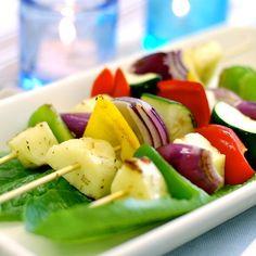 Halloumi-kasvisvartaat –  – Gavrielides Foods Halloumi, Caprese Salad, Potato Salad, Potatoes, Foods, Ethnic Recipes, Food Food, Food Items, Potato