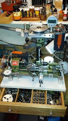 Insanely complex and sophisticated Unimat - ricardo kuhn (patineto) Lathe Machine, Drilling Machine, Machine Tools, Lathe Projects, Metal Projects, Small Metal Lathe, Diy Lathe, Maker Shop, Industrial Machine