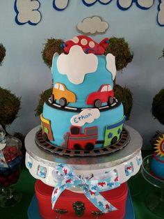 Cake at an Airplane Party #airplane #partycake