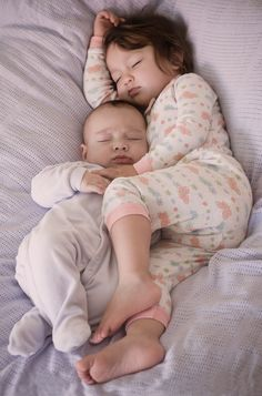 Looks adorable but is actually quite dangerous for the baby. Clearly the bed is too soft and the big sisters leg is heavy enough to cause suffocation for baby. Put baby in his own safe crib. So Cute Baby, Baby Kind, Baby Love, Cute Kids, Cute Babies, Schlafendes Baby, Babies Pics, Kid Pics, Child Baby