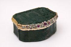 The Johann Georg Klett Snuffbox, 1750 Victoria and Albert Museum Antique Boxes, Or Antique, Ancient Jewelry, Antique Jewelry, Cigarette Box, Pretty Box, Gold Box, Royal Jewels, Victoria And Albert Museum