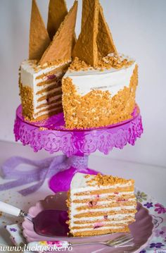 Tort Medovik - Lucky Cake Food Cakes, Vanilla Cake, Cake Recipes, Food And Drink, Birthday Cake, Cooking Recipes, Sweets, Baking, Desserts