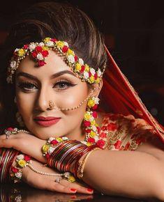 Check out this floral jewellery for your mehendi. Indian Wedding Makeup, Indian Wedding Bride, Wedding Mehndi, Wedding Girl, Indian Bridal Photos, Indian Bridal Fashion, Indian Bridal Jewelry, Bridal Poses, Bridal Photoshoot
