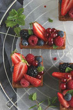 plougastel054 Sablé breton, crème d'amande, confiture de fraises et fruits rouges