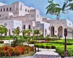 Royal Opera House,Muscat (Oman) - Royal Opera House Muscat - Wikipedia, the free encyclopedia Dubai Houses, Sultanate Of Oman, Islamic Architecture, Minimal Architecture, Architecture Design, Oman Travel, Muscat, Grand Mosque, Landscape Design