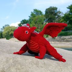 cute knitted dragon ! ^.^